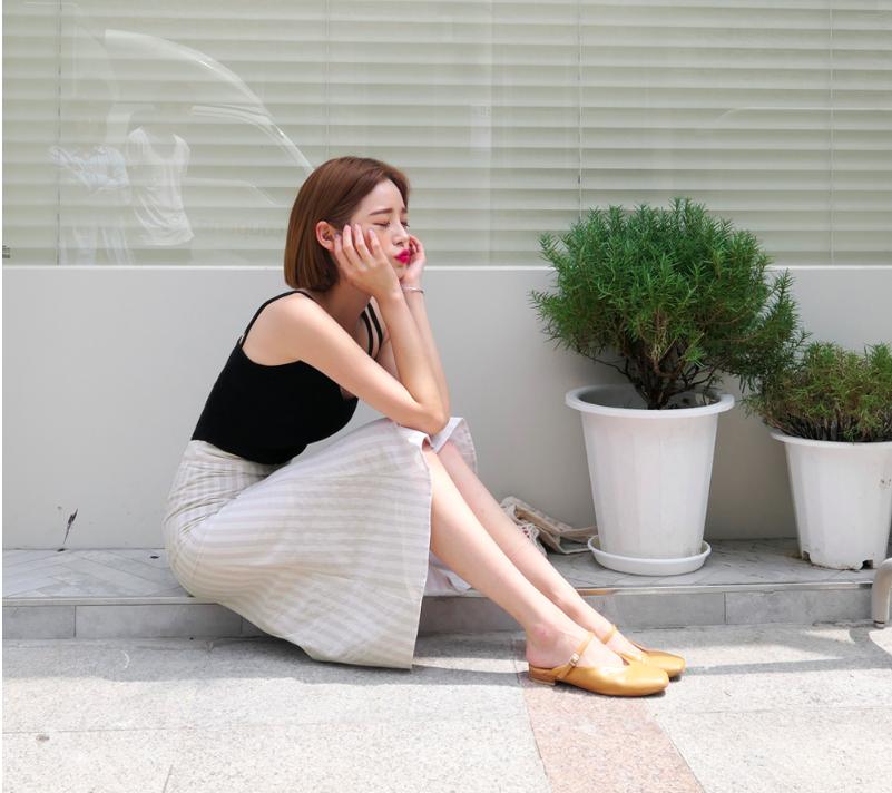 Chân váy dài có kén dáng thế nào thì chỉ cần diện cùng 5 mẫu giày/dép này là đẹp mĩ mãn - Ảnh 5.