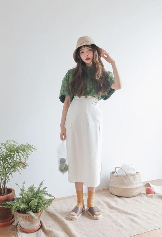 Mũ vải kiểu dáng đơn giản được các tín đồ thời trang xứ Hàn phối hợp ấn tượng trên nhiều set đồ khác nhau.