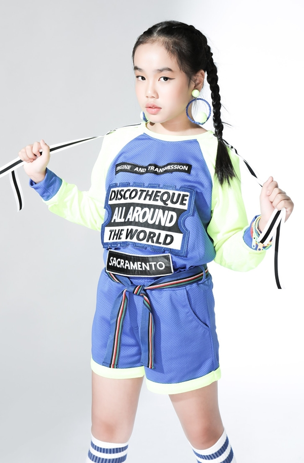 Các trang phục này sẽ được nhà thiết kế Thanh Huỳnh trình diễn trongchương trình Ngôi sao Tài năng quốc tế - International Talent Star ở Hong Kong. Đại diện Việt Nam còn có nhóm người mẫu nhì Pinkids, ca sĩ Thiên Khôi - quán quân Vietnam Idol Kids và đạo diễn Nguyễn Hưng Phúc tham dự.