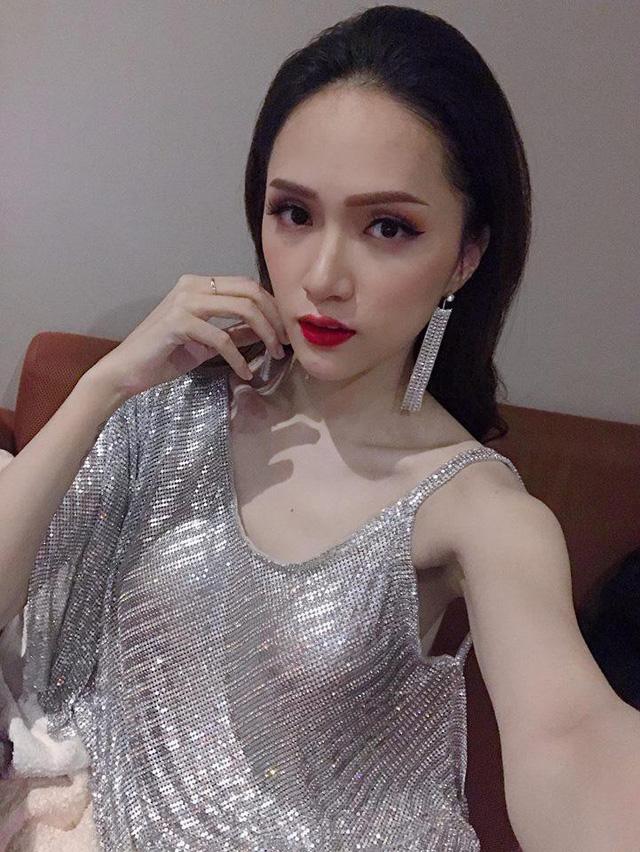 Cánh tay gầy rộc của Hương Giang.