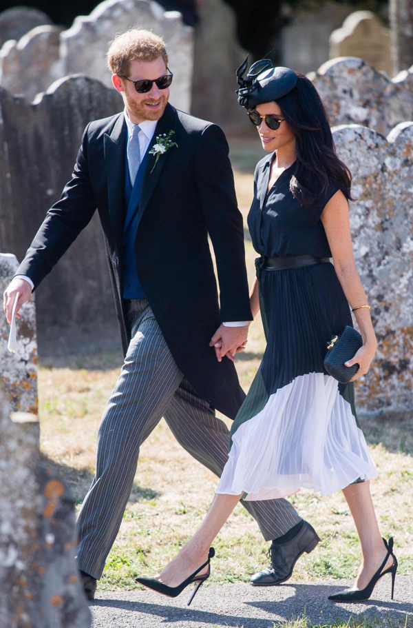 Vợ chồng Harry - Meghan gây chú ý tại đám cưới ở hạt Surrey hôm 4/8.