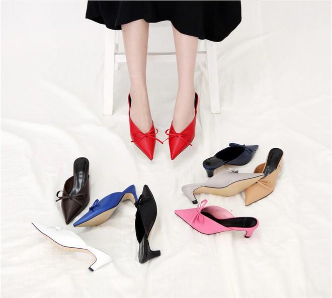 Kết hợp với đồ nào cũng sang xịn hết nấc, đây chính là mẫu giày lười mà chị em công sở không thể bỏ qua - Ảnh 2.