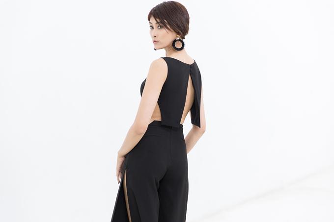 Thay vì trang phục áo liền quần thanh nhã, thời trang đi tiệc sẽ thiên về hướng khai thác vẻ đẹp sexy.