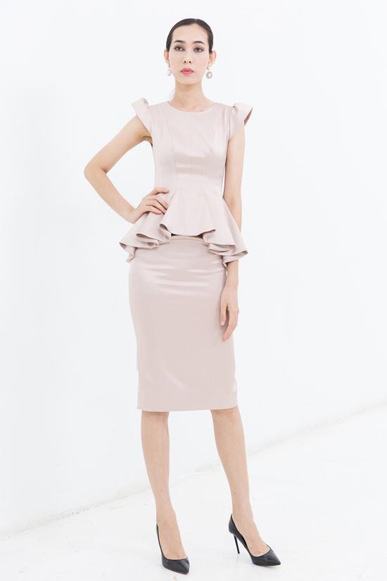 Bộ ảnh được thực hiện với sự hỗ trợ của nhiếp ảnh Huy Nguyễn, trang phục Nguyễn Trường Duy, người mẫu Trang Phạm, Kim Nhung, Rosa Vũ, Thanh Tuyền, Đông Hạ.