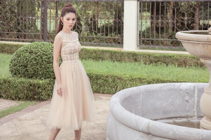 Jolie Nguyễn sinh năm 1997, cao 1,7m và từng đăng quang Hoa hậu Thế giới Người Việt tại Australia 2015. Hiện cô về Việt Nam tập trung phát triển nghệ thuật và kinh doanh nhà hàng. Người đẹp cũng được biết đến có cuộc sống sang chảnh, phủ đầy hàng hiệu.