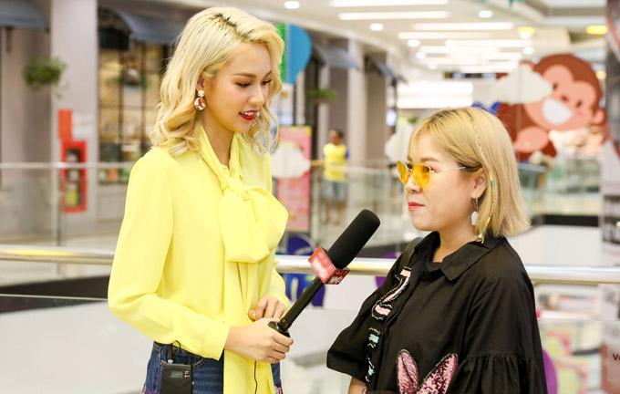 Phí Phương Anh rất háo hức với công việc mới khi phỏng vấn từng thí sinh đến dự vòng sơ tuyển. Cô tiết lộ rất nhiều bạn trẻ có óc sáng tạo và đam mê mãnh liệt về lĩnh vực này. Cô cảm thấy vui bởi thời trang Việt sắpcó thêm những nhà thiết kếmới.