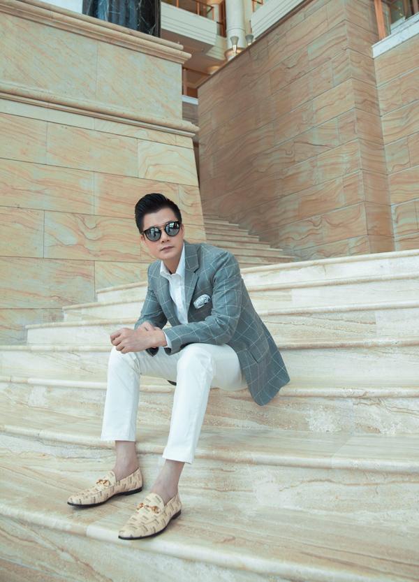 Gần đây, dù bận rộn với lịch diễn và quay quảng cáo, Quang Dũng vẫn dành thời gian thực hiện hai MV mới để tặng fan và khán giả.