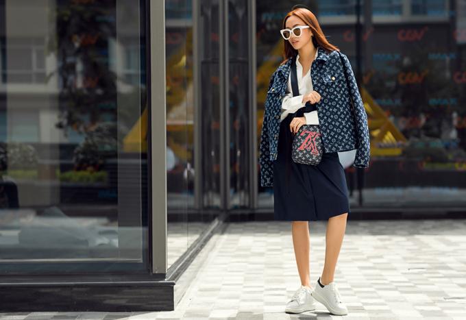 Sau thời gian dài tập trung cho các dự án phim, mới đây, Diệu Nhi cùng êkíp thực hiện một bộ ảnh mới khoe phong cách thời trang dạo phố đầy ấn tượng.