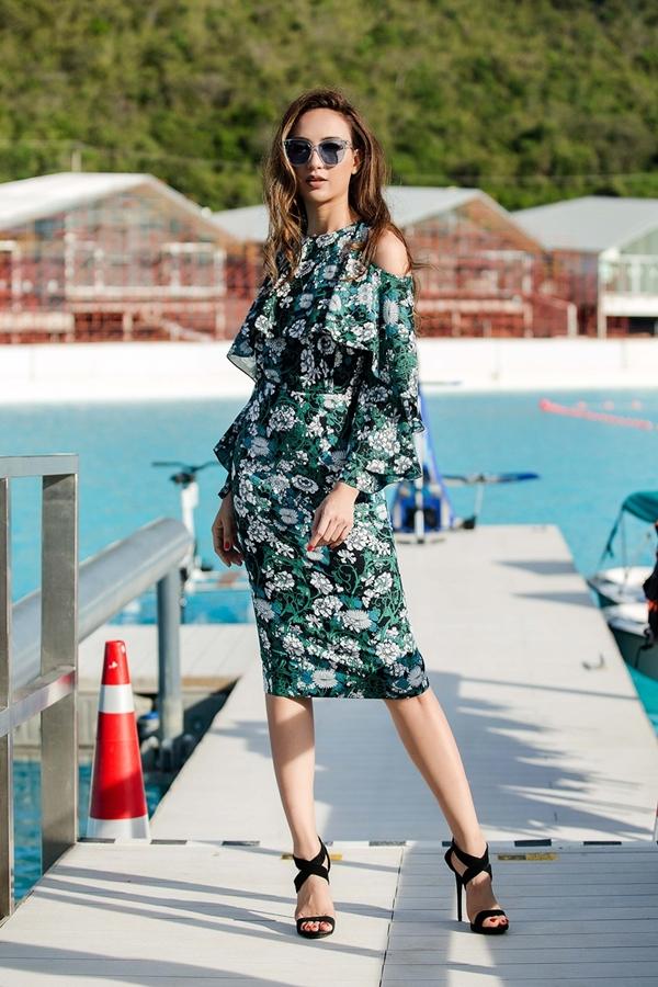 Hoa hậu Ngọc Diễm thực hiện bộ ảnh mới tại Thái Lan nhân một chuyến công tác gần đây. Cô trở lại mái tóc dài quen thuộc và diện loạt váy áo của nhà thiết kế Lê Thanh Hòa.