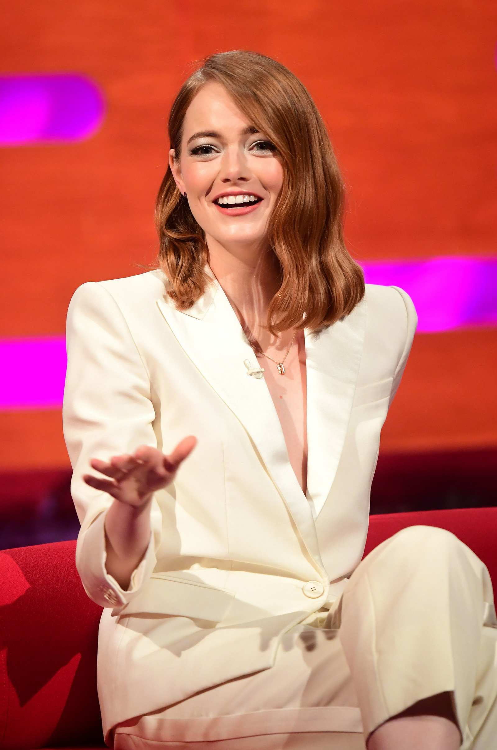 phong cách menswear Emma Stone 2