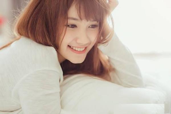 Nụ cười không chỉ mang đến sức khỏe mà còn giúp bạn trẻ lâu