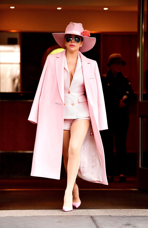 trang phục màu hồng millennial 9