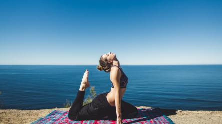Bài tập yoga giúp đánh thức cơ thể vào buổi sáng