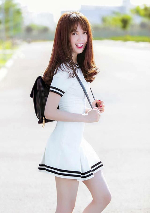 Ngọc Trinh được mệnh danh là thánh hack tuổi vì dù năm nay đã 30 nhưng cô nàng vẫn mê tít đồ giống hệt các teen girl.