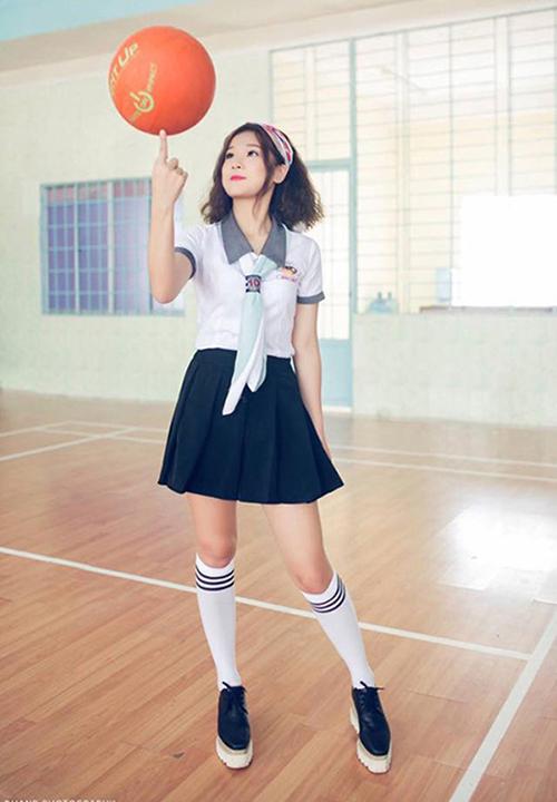 Yến Chibi xứng đáng vào top những sao Việt mặc đồ nữ sinh đẹp nhất, dù đã gần 25 nhưng chẳng khác gì mới 15.