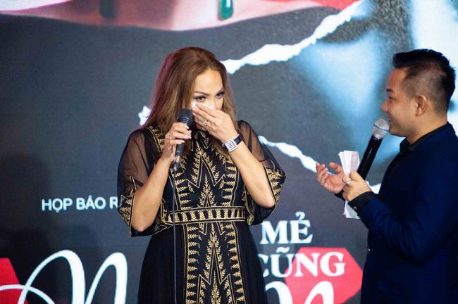 Thanh Hà xúc động cầu hôn bạn trai kém tuổi trong buổi ra mắt album mới - Ảnh 2.