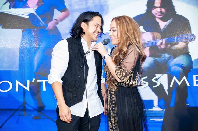 Thanh Hà xúc động cầu hôn bạn trai kém tuổi trong buổi ra mắt album mới - Ảnh 8.