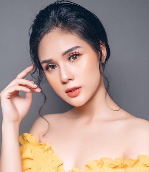 Sau khi thất bại tại Hoa hậu Hoàn vũ Việt Nam 2017, Huyền Trang tiếp tục đăng ký thi Hoa hậu Đại dương.số đo 3 vòng 84-63-91cm, cao 1m73