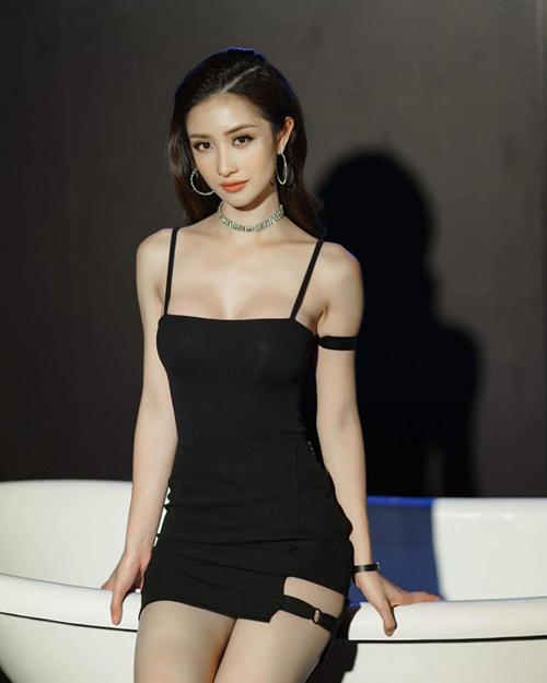 Nhan sắc trời ban cùng vóc dáng quyến rũ giúp Jun Vũ dần khẳng định là một trong những mỹ nhân nổi bật nhất Vbiz hiện tại.