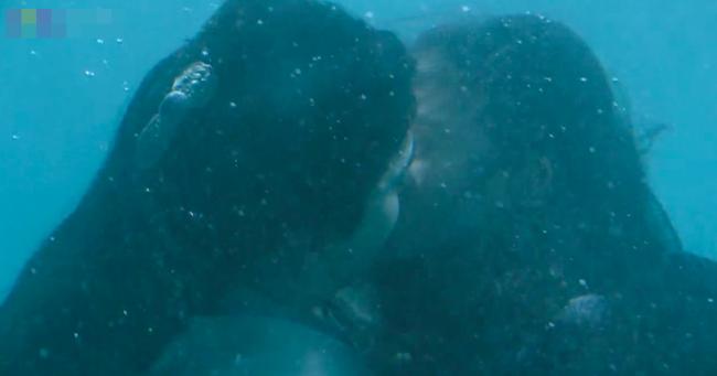 Đông Cung: Đỏ mặt với cảnh hôn môi dưới nước của cặp đôi Bành Tiểu Nhiễm - Trần Tinh Húc - Ảnh 11.