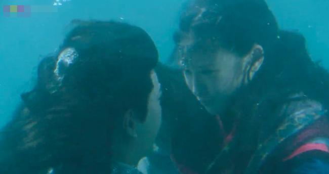 Đông Cung: Đỏ mặt với cảnh hôn môi dưới nước của cặp đôi Bành Tiểu Nhiễm - Trần Tinh Húc - Ảnh 7.