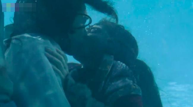 Đông Cung: Đỏ mặt với cảnh hôn môi dưới nước của cặp đôi Bành Tiểu Nhiễm - Trần Tinh Húc - Ảnh 8.