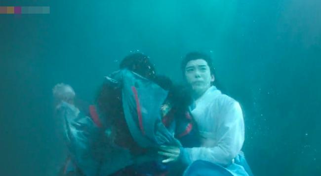 Đông Cung: Đỏ mặt với cảnh hôn môi dưới nước của cặp đôi Bành Tiểu Nhiễm - Trần Tinh Húc - Ảnh 9.