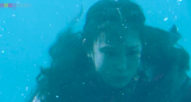 Đông Cung: Đỏ mặt với cảnh hôn môi dưới nước của cặp đôi Bành Tiểu Nhiễm - Trần Tinh Húc - Ảnh 10.