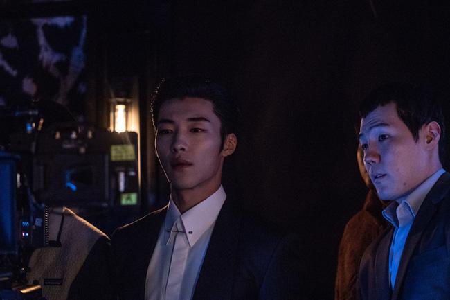 Hé lộ ảnh hậu trường cực điển trai của Park Seo Joon trong phim điện ảnh mới - Ảnh 4.