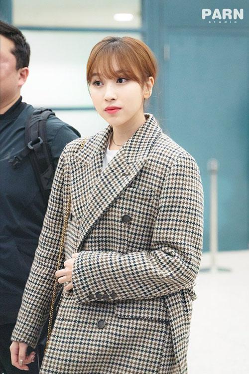 Jennie diện đồ khó hiểu, Twice có style chất lừ ở sân bay - 9