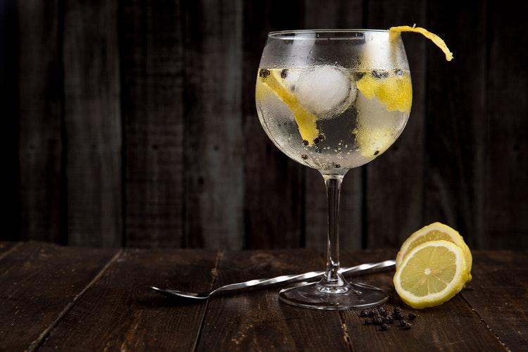 Cocktail giúp giữ dáng - Gin Tonic