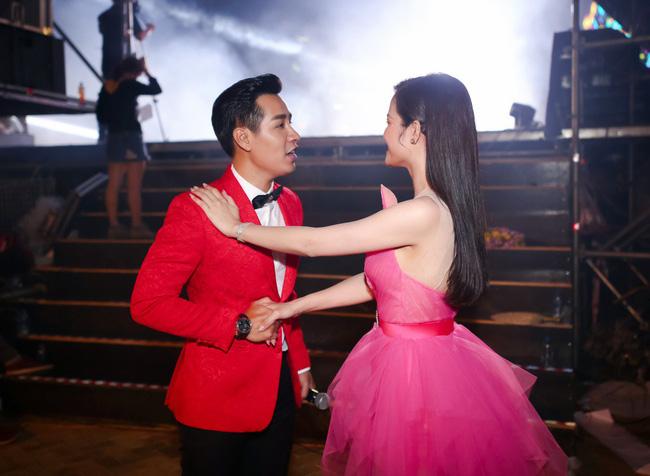 Nguyên Khang bất ngờ hứa làm MC đám cưới cho Đông Nhi - Ảnh 7.