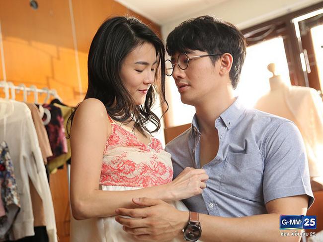 Toát mồ hôi hột khi xem 2 phim Thái Lan về gái làng chơi: Đến Quỳnh Búp Bê cũng phải chào thua! - Ảnh 7.