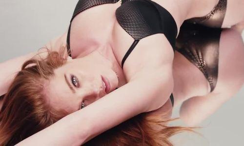 Vẻ đẹp nóng bỏng của Alexina Graham