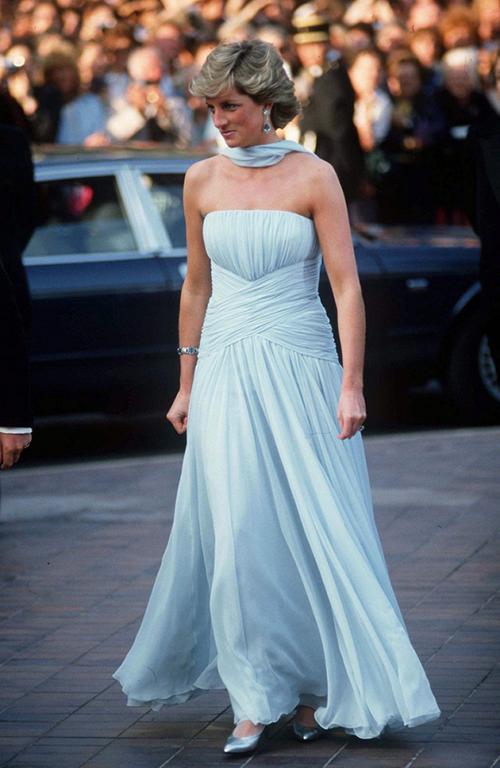 Bộ đầm 24 tỷ đồng của Công nương Diana ấn tượng nhất Cannes suốt 32 năm - 1