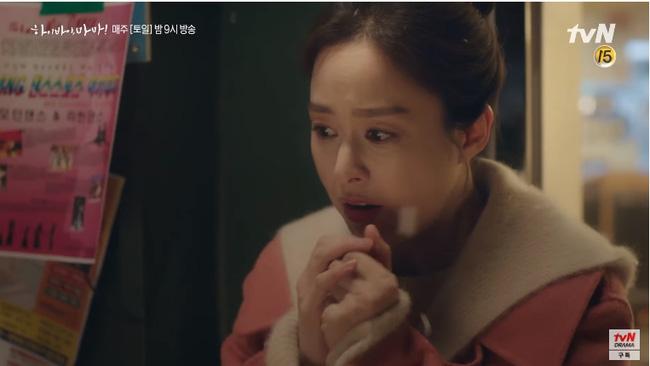 """""""Hi Bye, Mama"""" tập 2: Kim Tae Hee quay lại thành người sau 5 năm làm hồn ma, bật khóc khi ôm con gái vào lòng - Ảnh 3."""