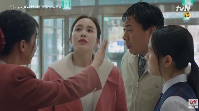 """""""Hi Bye, Mama"""" tập 2: Kim Tae Hee quay lại thành người sau 5 năm làm hồn ma, bật khóc khi ôm con gái vào lòng - Ảnh 4."""