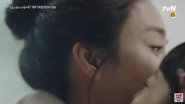 """""""Hi Bye, Mama"""" tập 2: Kim Tae Hee quay lại thành người sau 5 năm làm hồn ma, bật khóc khi ôm con gái vào lòng - Ảnh 6."""