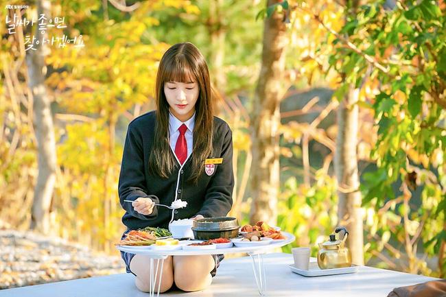 Phim mới của Park Min Young dở tệ, rating thê thảm nhưng không thể chê bai nhan sắc, nhất là khi làm nữ sinh lại cực phẩm thế này - Ảnh 3.