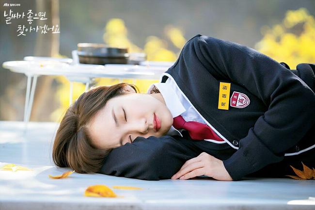 Phim mới của Park Min Young dở tệ, rating thê thảm nhưng không thể chê bai nhan sắc, nhất là khi làm nữ sinh lại cực phẩm thế này - Ảnh 4.