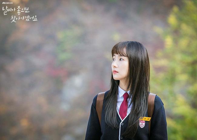 Phim mới của Park Min Young dở tệ, rating thê thảm nhưng không thể chê bai nhan sắc, nhất là khi làm nữ sinh lại cực phẩm thế này - Ảnh 5.