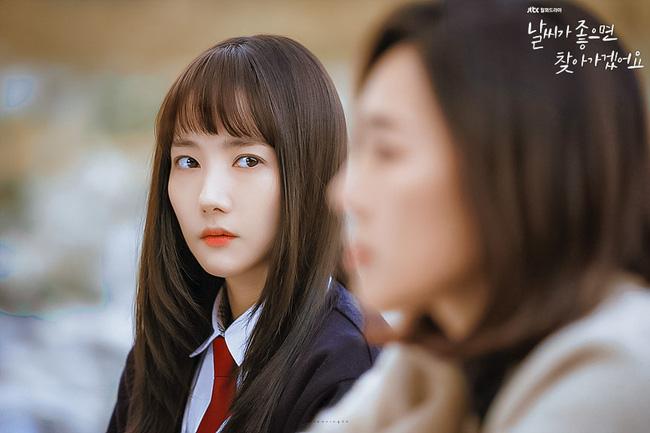 Phim mới của Park Min Young dở tệ, rating thê thảm nhưng không thể chê bai nhan sắc, nhất là khi làm nữ sinh lại cực phẩm thế này - Ảnh 6.