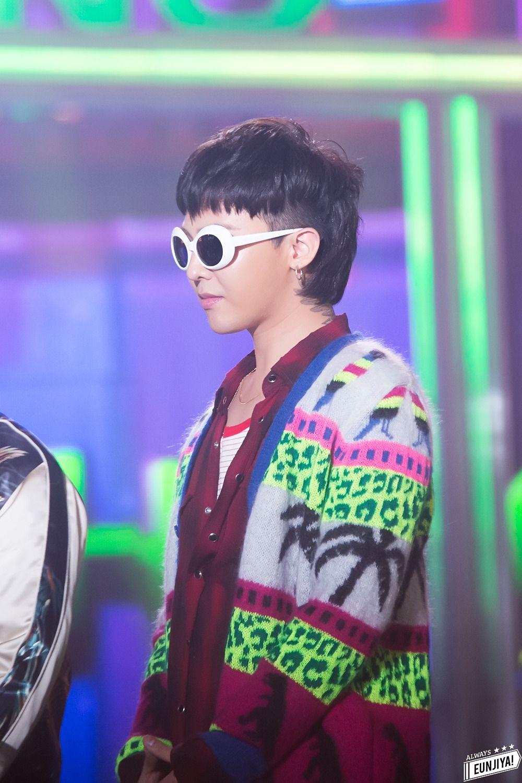 G-Dragon đeo mắt kính retro gọng oval