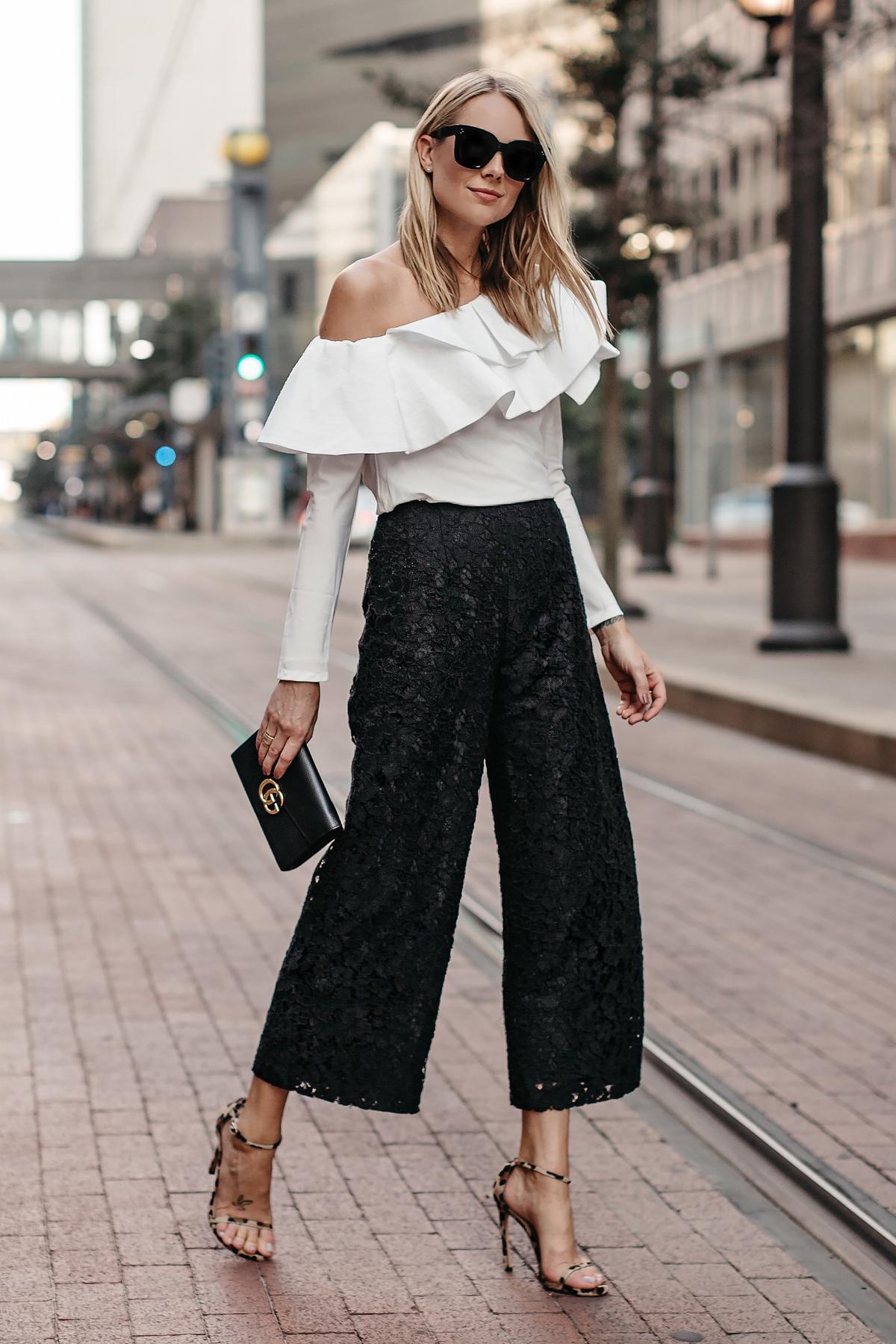 fashion jackson mặc áo lệch vai nhún bèo quần culottes ren