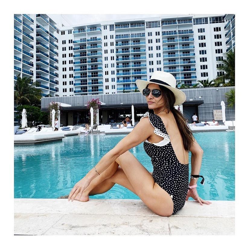 đồ bơi nữ một mảnh nhún bèo màu đen họa tiết chấm bi andi