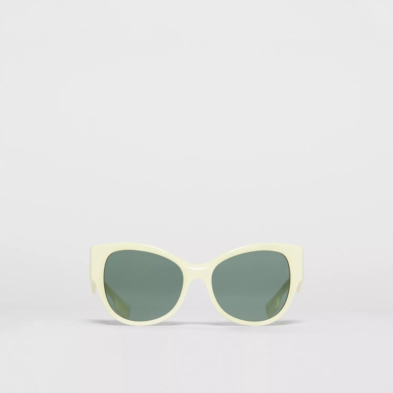 Mắt kính gọng trắng Burberry