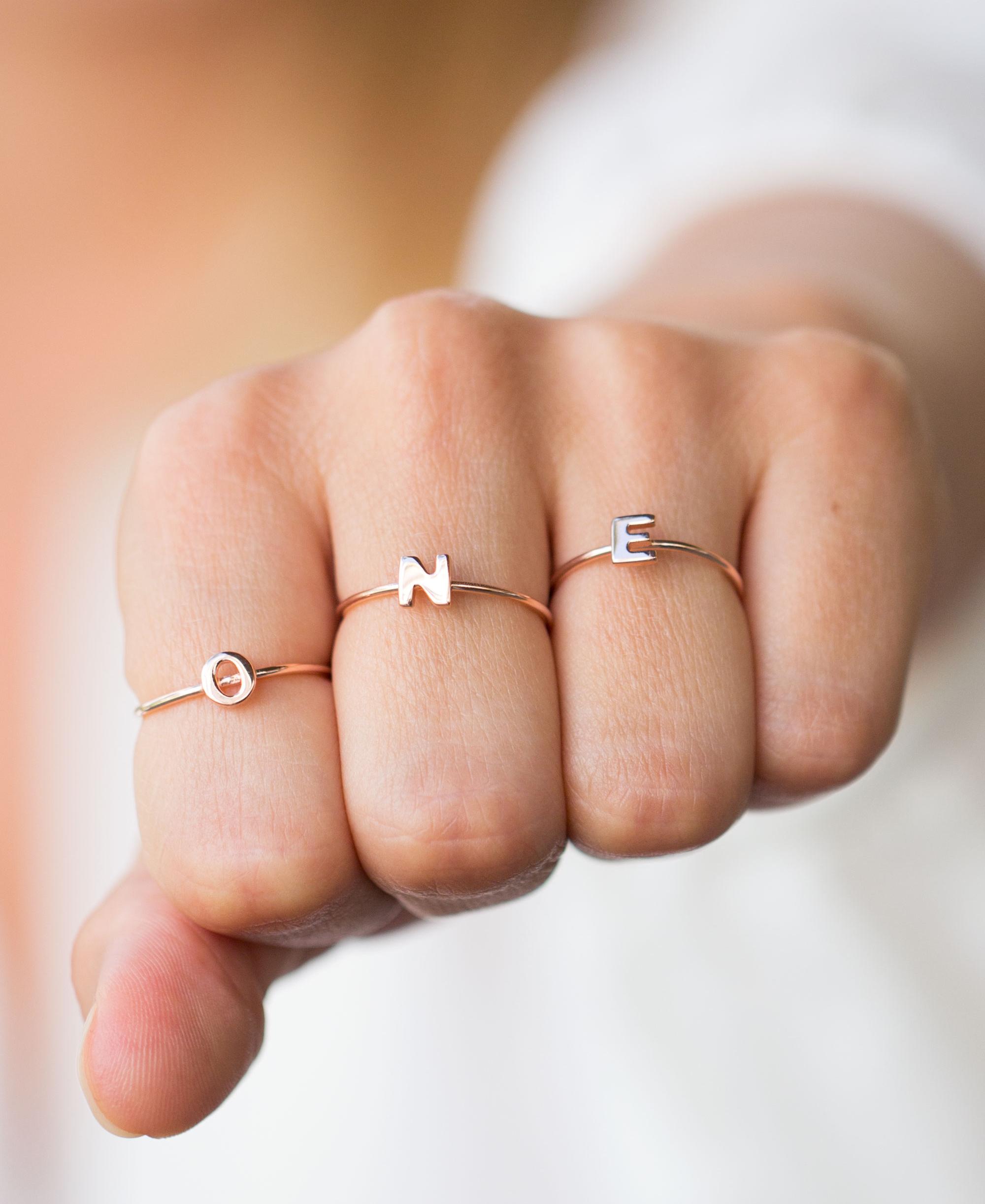 Nhẫn nữ mặt chữ cái