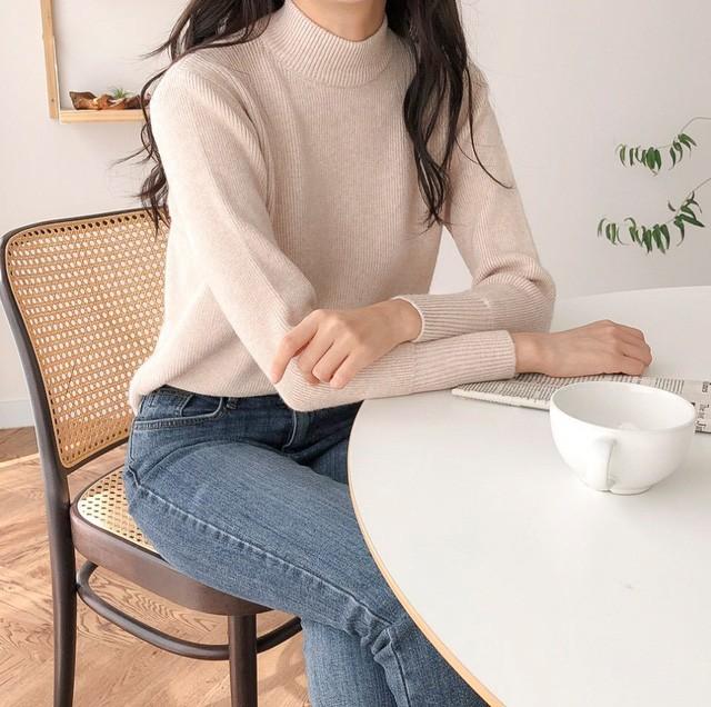Chỉ là 2 dáng áo len cơ bản nhưng lại có sức mạnh cải thiện style ghê gớm, có đủ thì bạn khỏi lo mỗi sáng mặc gì - Ảnh 3.