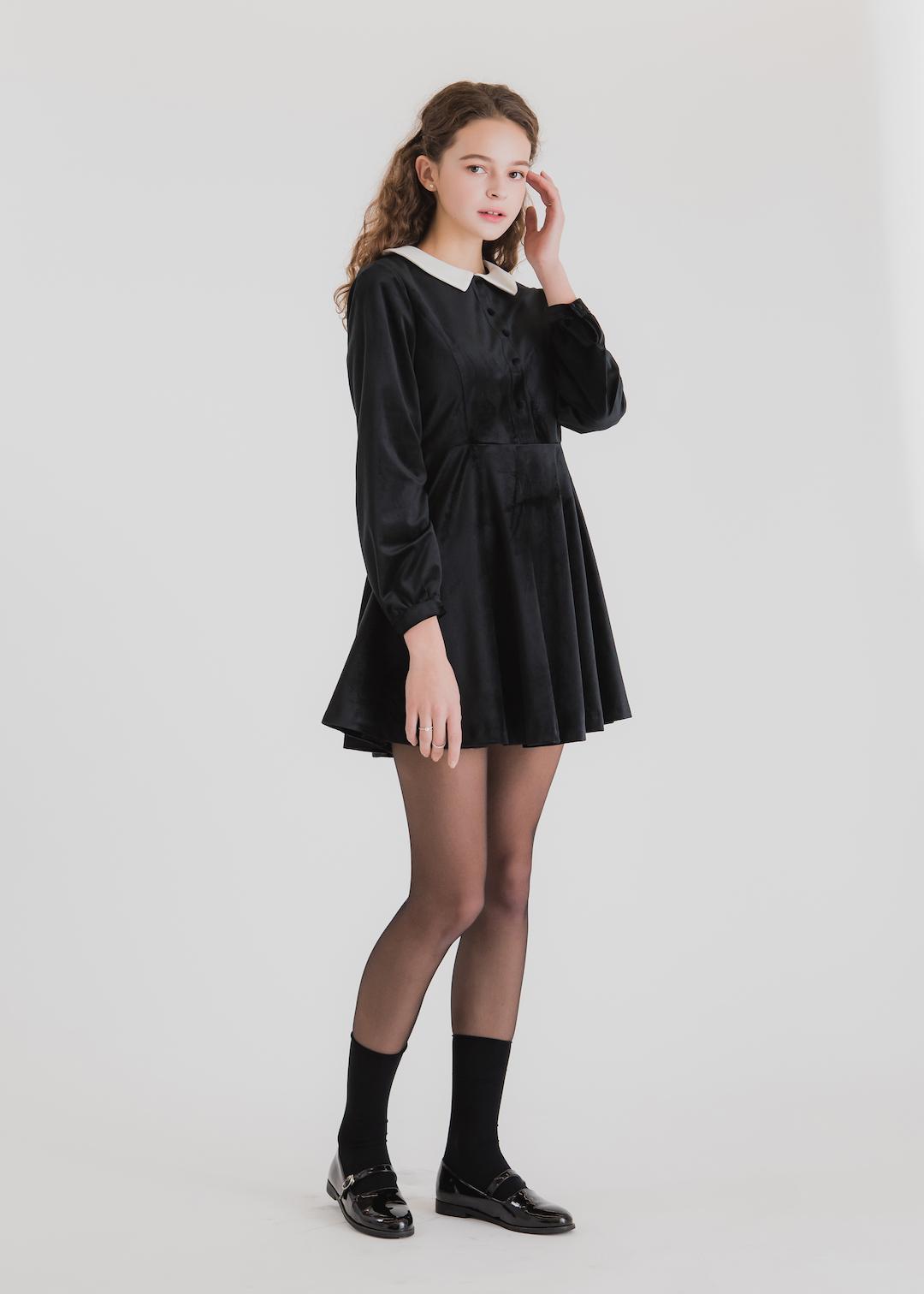 giày búp bê mary jane phối cùng váy đen mang phong cách ọc đường