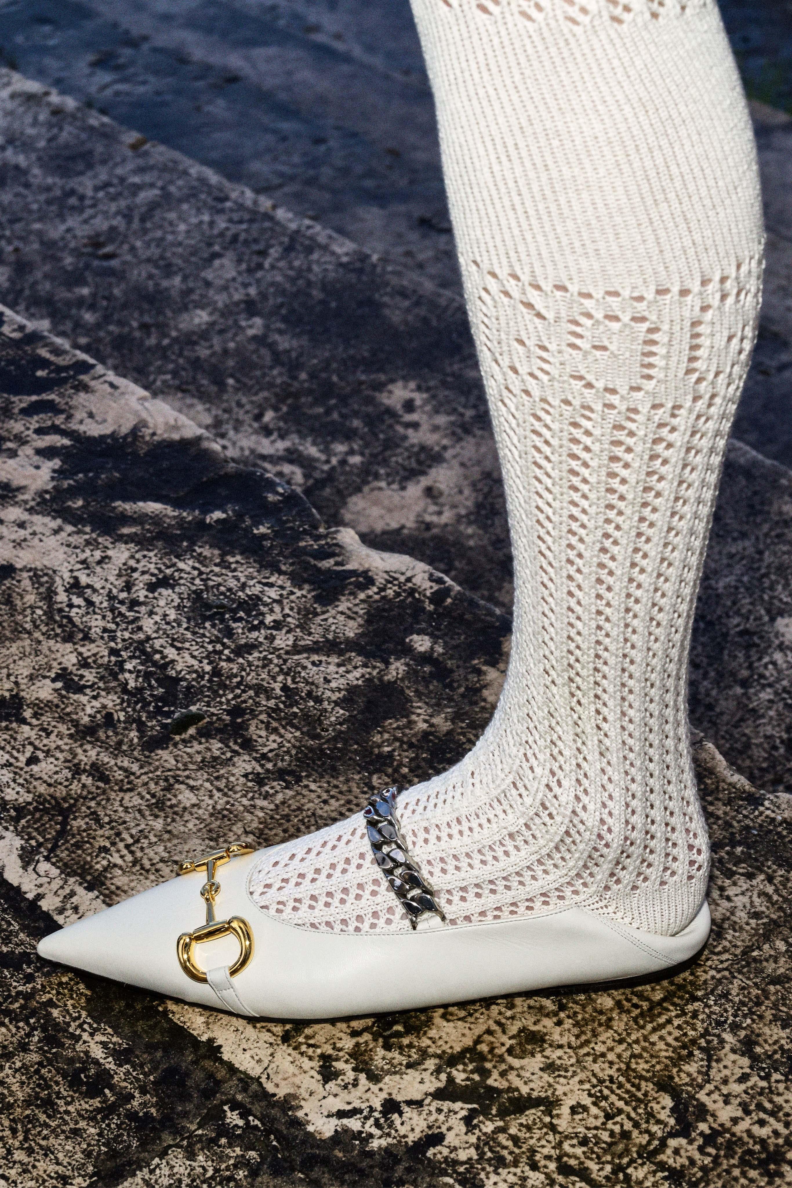Giày búp bê mũi nhọn thanh lịch được cách điệu trong BST Thu - Đông 2020 Gucci